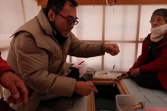 鈴木さん、わかさぎ2匹釣れました