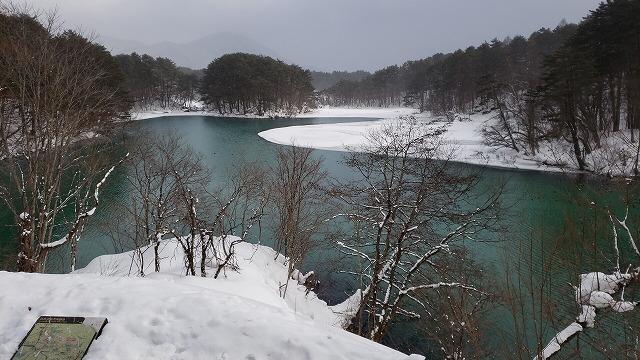 雪景色の毘沙門沼