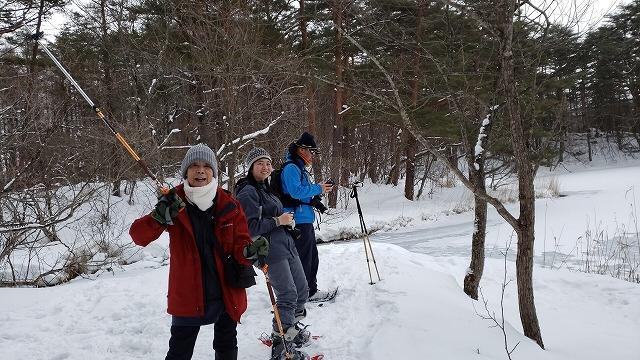 雪の多さにびっくり<毘沙門沼でスノーシュー>