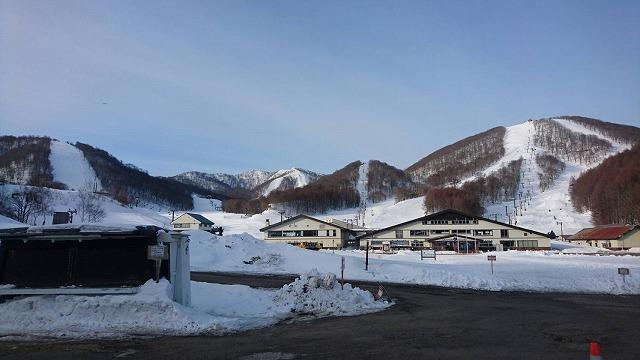3月10日の裏磐梯猫魔スキー場です。雪っあります。