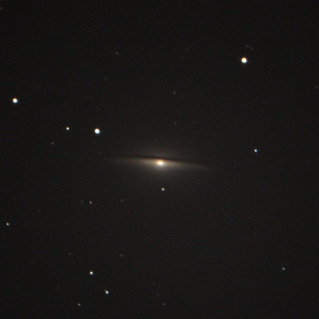 M104ソンブレロ銀河(ペンションカレワラ天文台)