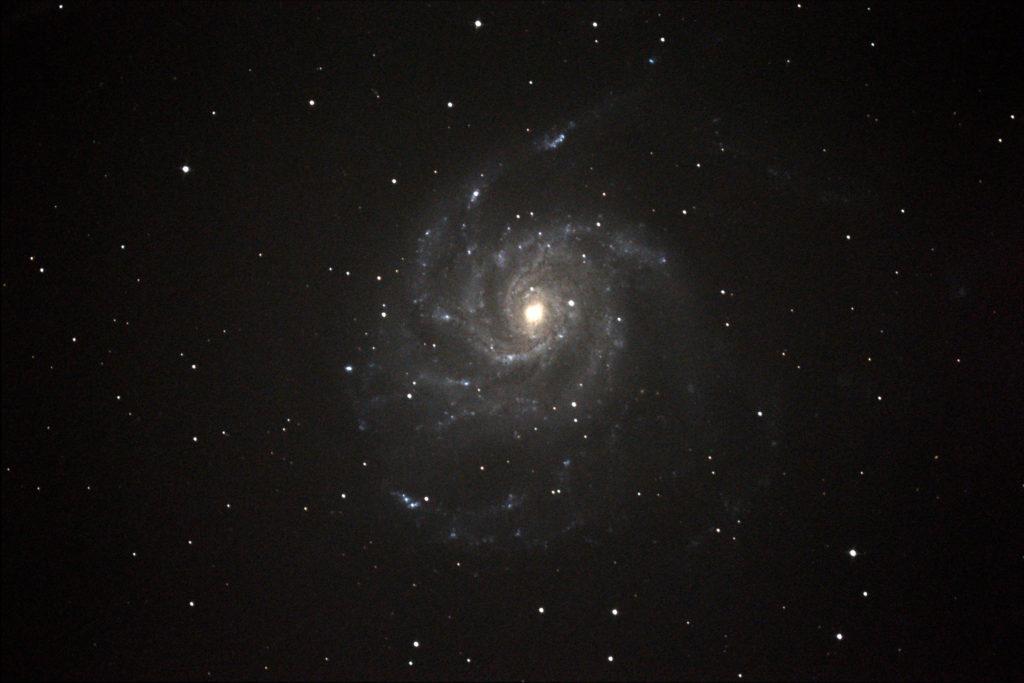 旬の回転花火銀河(M101)