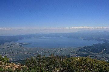 磐梯山から猪苗代湖を望む