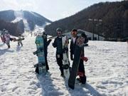 仲間と猫魔スキー場でスノーボード