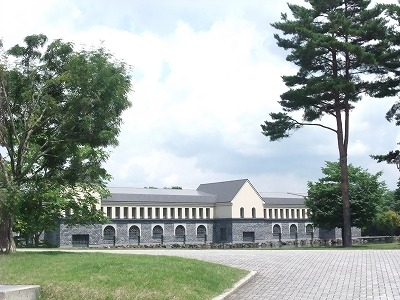 お城のような諸橋近代美術館の外観