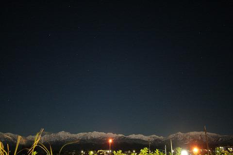 立山連峰と春の星座
