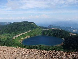 一切経山の五色沼、青くて美しい
