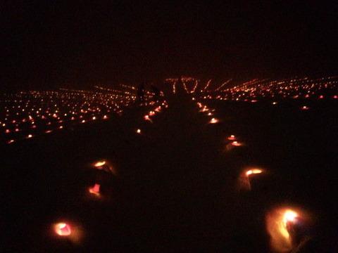 ろうそくの灯が街の夜景のようです