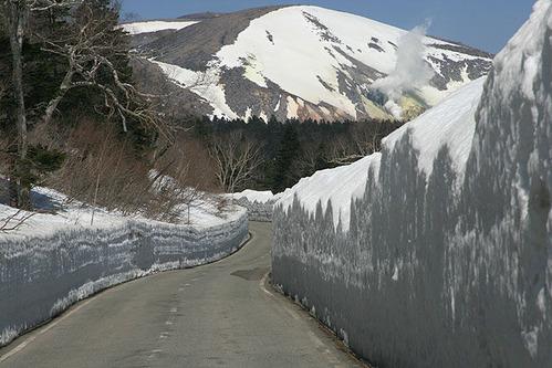 磐梯吾妻スカイライン雪の回廊090409