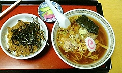 会津・牛乳屋食堂のラーメン、どんぶり&牛乳セット