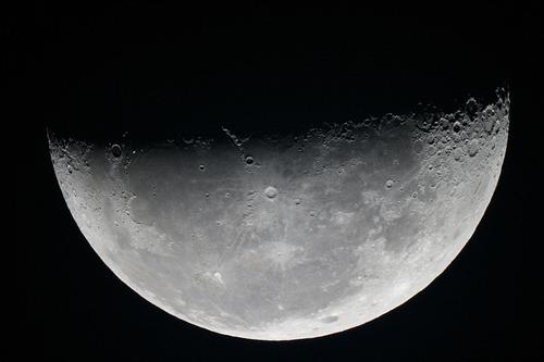 下弦の月 カレワラ天文台